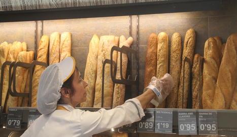 Venda de pa ahir en un establiment de la capital del Segrià.