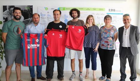 Representants de les tres entitats van posar després de firmar l'acord de col·laboració.