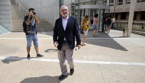 Joan Reñé, a la sortida dels jutjats per a la declaració, on va atendre els mitjans de comunicació.
