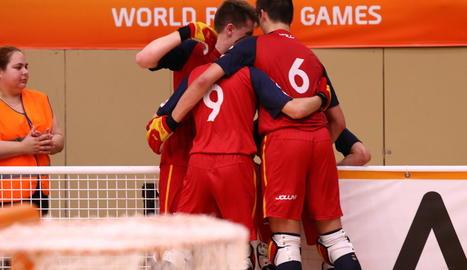 Els jugadors de la selecció celebren un dels gols del partit d'ahir contra els portuguesos.