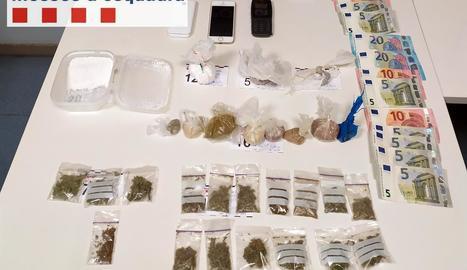 Vista de les substàncies decomissades en l'operatiu policial.