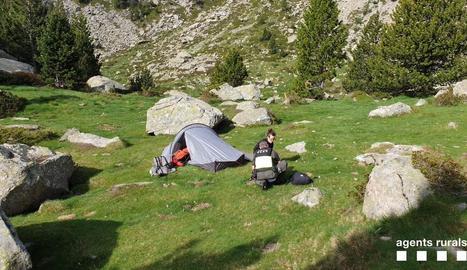 Una de les acampades il·legals al parc nacional.