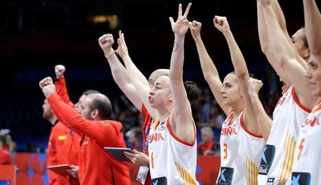 Andrea Vilaró i les seues companyes celebren la classificació.