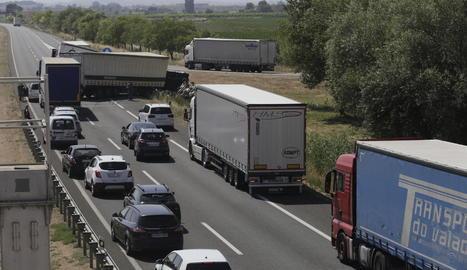 Espectacular accident en la A2, a Sidamon