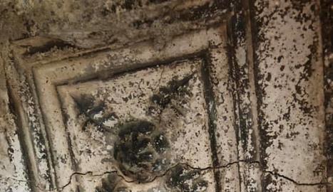 Imatge d'un dels relleus del porxo de Butsènit.