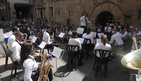 L'agrupació musical Guayedra de Canàries va ser l'encarregada ahir d'oferir el concert inaugural.