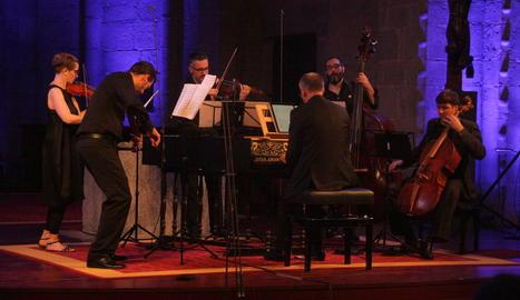 Els integrants de l'Ensemble Flandriae-Pyrenaei durant el concert inaugural.