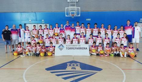Participants en el III International Basketball Camp, que va finalitzar ahir a Torrefarrera.