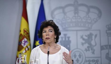 La portaveu del Govern en funcions, Isabel Celaá, en roda de premsa després del Consell de Ministres.