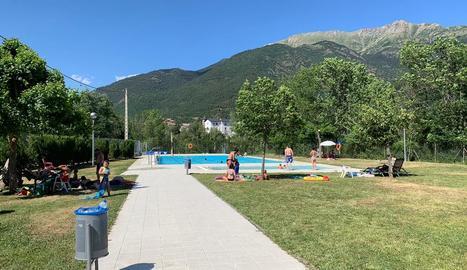 Imatge del recinte de les piscines de Vilaller.