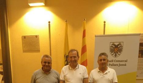 Flores, Mullol i Cardona, després de firmar l'acord al Jussà.