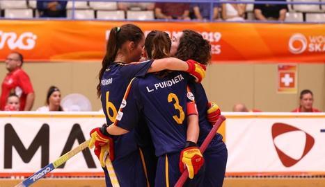 Les jugadores de la selecció femenina d'hoquei patins, ahir.