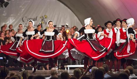 L'Esbart Dansaire de Rubí va actuar amb la coral Ginesta i Contrapunto Vocale.