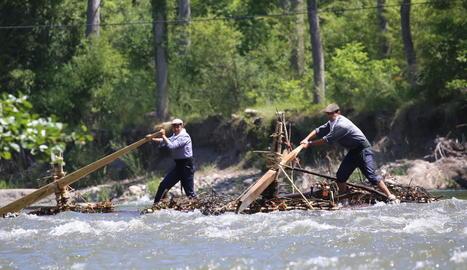 La Noguera Pallaresa és un riu que fa que els raiers hagin d'estar completament concentrats durant la baixada, que requereix força i tècnica.