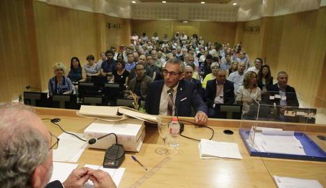 Pugna interna per consells amb govern assegurat