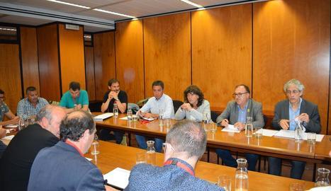 Un moment de la reunió ahir de la consellera d'Agricultura amb membres de l'FCAC.