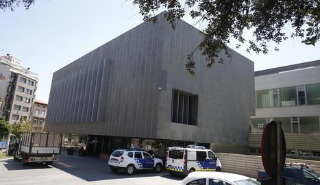 Imatge del quarter de la Guàrdia Urbana, al carrer Salmerón.