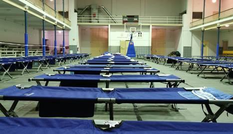 Imatge de les lliteres habilitades dins de l'Antorxa, on ahir van dormir 42 persones.