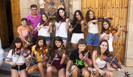La vuitena edició del curs de viola que imparteix cada estiu el músic Eduard Boleda és aquest any exclusivament femení.