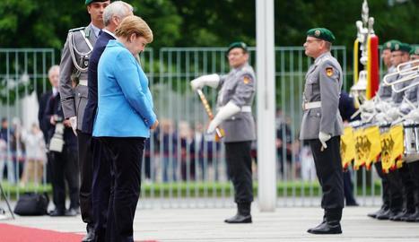 Merkel va tornar a tenir tremolors durant una recepció.