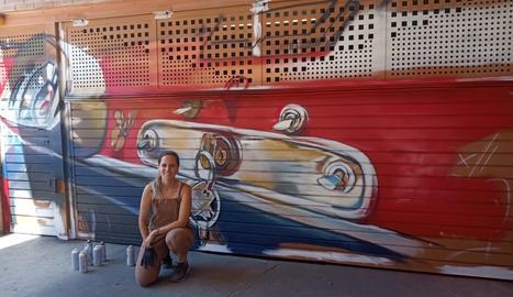L'artista Lily Brik pinta un nou mural a Lleida