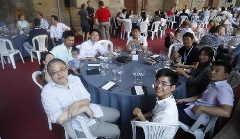 Un moment del sopar celebrat ahir al claustre de la Seu Vella de Lleida.