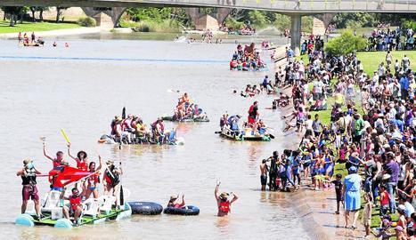 L'edició de l'any passat va aplegar 230 embarcacions i més de 2.000 participants, que van fer la tradicional baixada pel riu Segre.
