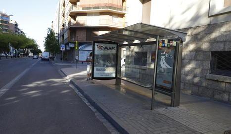 L'agressió es va produir dimecres a les 11.00 en aquesta parada de bus de l'avinguda Prat de la Riba.