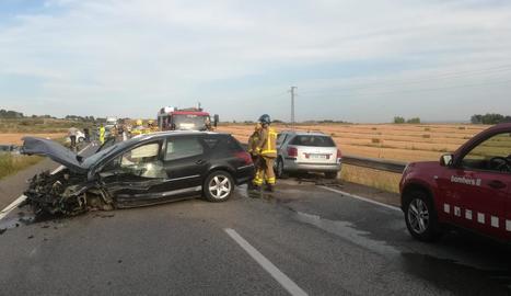 Un dels vehicles implicats ahir en la col·lisió múltiple a l'N-240, a Lleida.