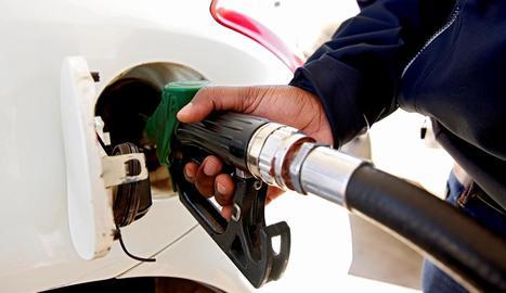 L'OCDE recomana a Espanya apujar els impostos dels combustibles pel seu impacte mediambiental.