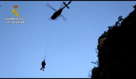 Un moment del rescat del muntanyenc ferit a Benasc.