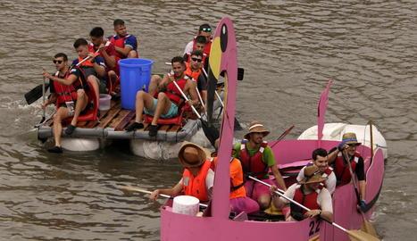 'La Ramona', una embarcació amb forma d'un enorme flamenc rosa, va ser considerada la més original de tota la Transsegre.