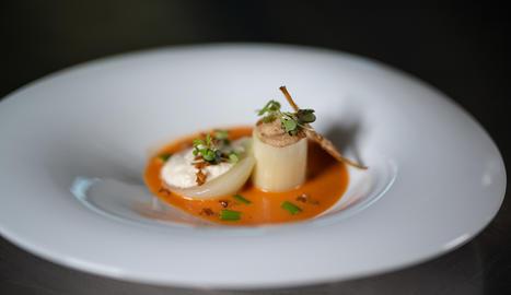 Aquest plat incorpora una sopa de romesco que ens servirà de base.