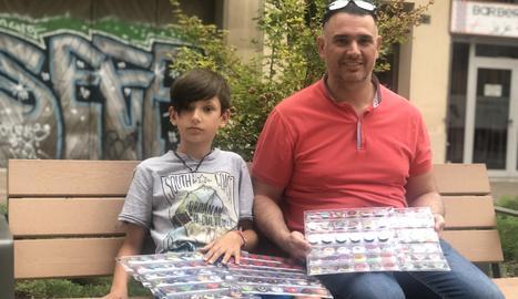 El David amb el seu pare, Jordi, també aficionat al col·leccionisme.