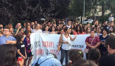 Concentració en repulsa a l'agressió patida per una jove a Montcada i Reixac.