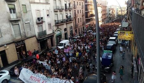 Més de 5.000 persones van fer una marxa ahir pels carrers de Manresa en suport a la víctima.