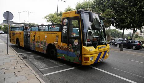 El Bus Turístic començava ahir la campanya d'estiu.