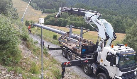 Imatge del desmuntatge del telecadira de la Roca de l'estació d'esquí d'Espot.