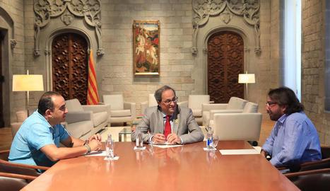 El president Quim Torra al costat dels secretaris de CCOO i UGT, Javier Pacheco i Camil Ros.