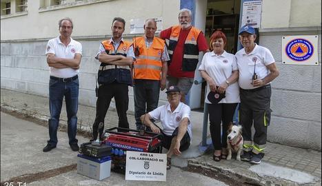 Membres de l'entitat, amb el nou equip de campanya.