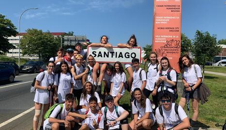 L'arribada a Santiago, després de cinc dies caminant, és un dels moments més esperats pels joves pelegrins.