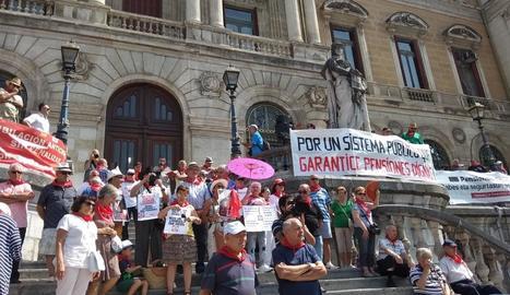 Protesta de pensionistes, ahir a Bilbao.