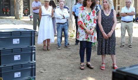 La directora general de Memòria Democràtica, Gemma Domènech acompanyada de l'alcaldessa d'Isona i Conca Dellà, Rosa Amorós 2