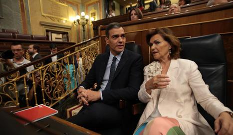 El president i vicepresidenta espanyols en funcions, Pedro Sánchez i Carmen Calvo, al debat d'investidura