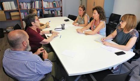 La regidora Marta Gispert s'ha reunit amb membres de la nova Associació de Comerciants del barri per conèixer les accions que s'hi realitzaran