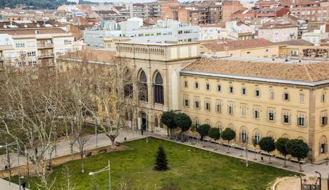 Imatge de la façana del Rectorat de la UdL.