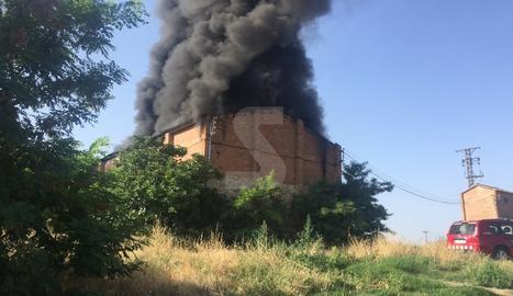 Imatge de l'incendi de la nau de Raïmat