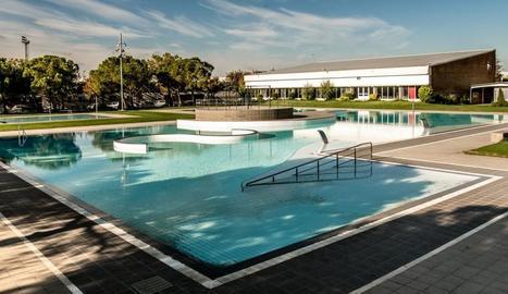 Imatge de la piscina gran del complex municipal.