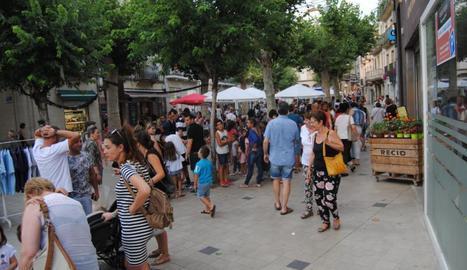 La plaça Major de Mollerussa, ahir plena de visitants.