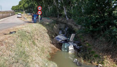Un ferit en caure amb el cotxe al canal a Balaguer